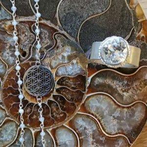 Bergkristall auf Ammonite